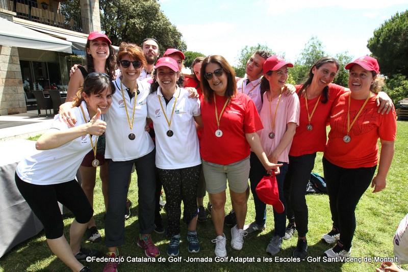 Tots  els alumnes amb les merescudes medalles